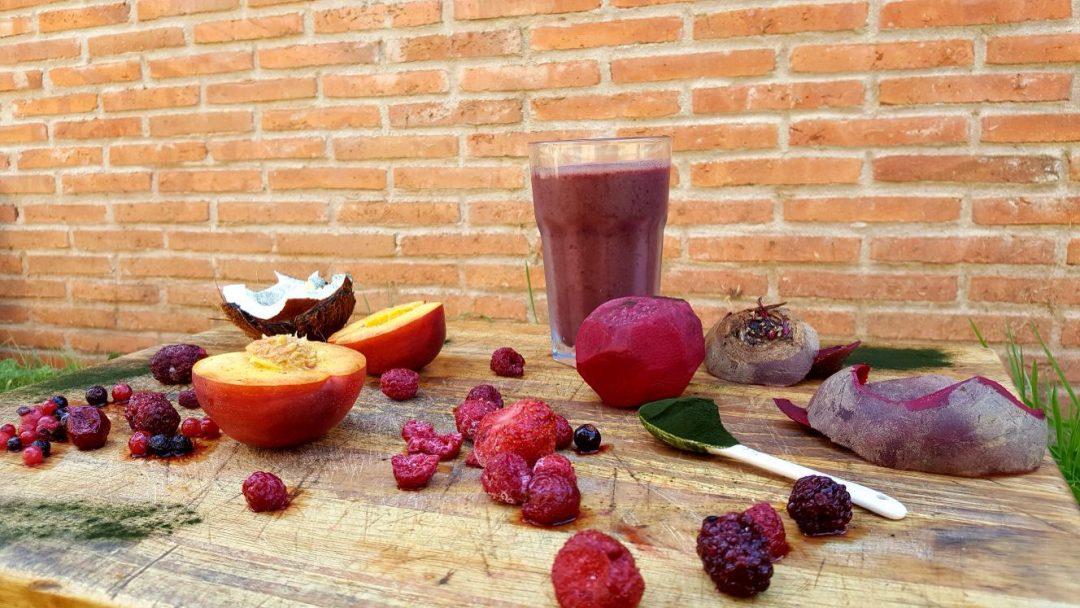 Teoría Nutrición Básica II: Vitaminas + Batido De Agua De Coco, Melocotón, Frutos Rojos Y Espirulina
